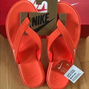 Nike Women's Ultra Celso Thong size 7